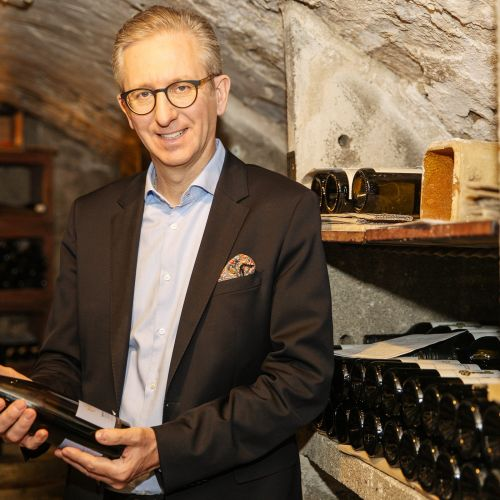 Christian Ottenbacher in the wine cellar | Hotel Adler Asperg near Ludwigsburg